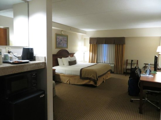 Wingate By Wyndham Charlotte Airport I-85 / I-485: Lots of room to stretch out