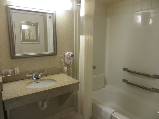 Wingate By Wyndham Charlotte Airport I-85 / I-485: Bathroom