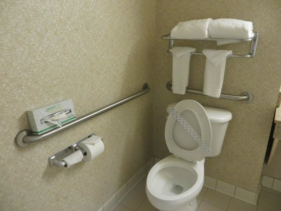 Wingate By Wyndham Charlotte Airport I-85 / I-485: A clean bathroom is always important
