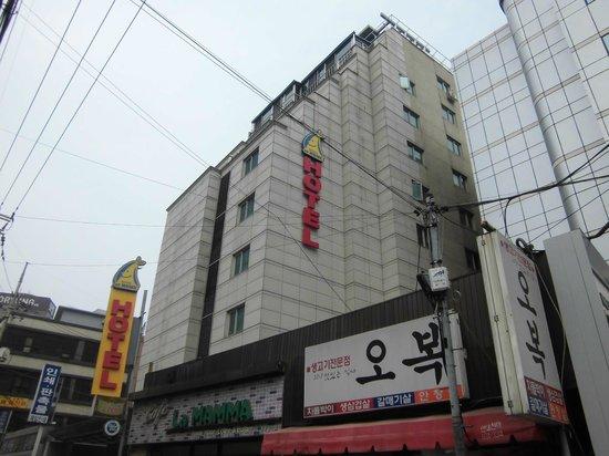 Hotel At Home: 外観②