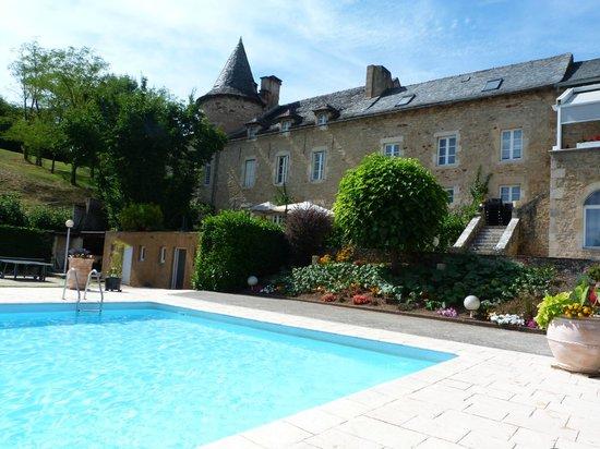 Piscine foto di hostellerie de fontanges onet le for Piscine onet le chateau