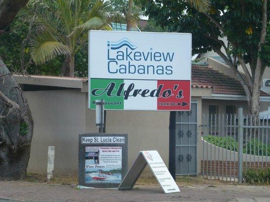 Alfredo's Restaurant: Insegna ben visibile sulla Mckeenzy street