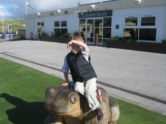 Presthaven Holiday Park: son loves the frog