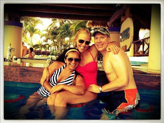Excellence Riviera Cancun: Swim-up bar
