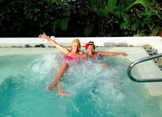 Excellence Riviera Cancun: Jacuzzie near spa