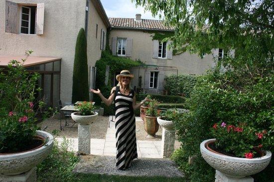 Le Mas Des Carassins Hotel : beautiful grounds