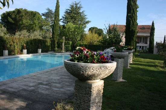 Le Mas Des Carassins Hotel : this is one of two pools