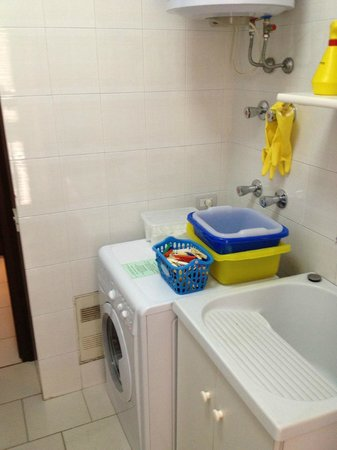 Villa Adriana Guesthouse Sorrento: Washer is available to guests (no dryer)