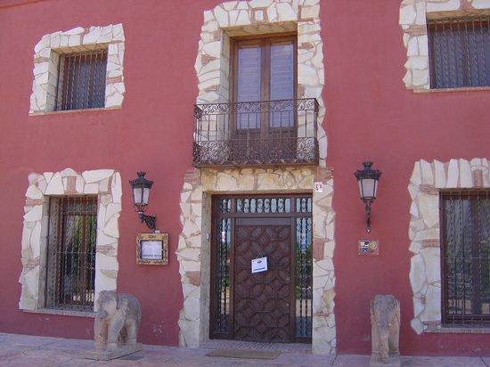 Hotel Restaurante Rural Caseta Nova: The Front Entrance