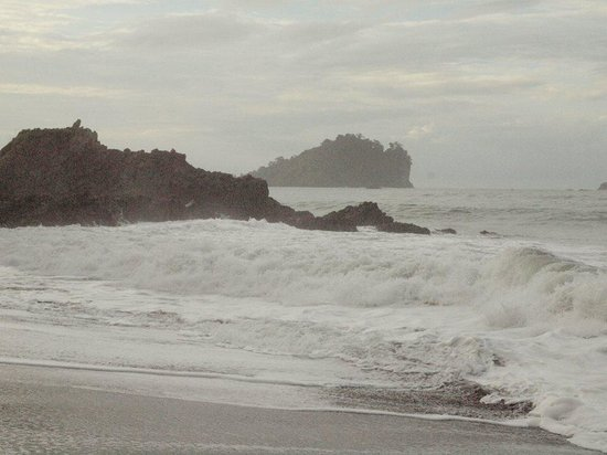 Arenas del Mar Beachfront & Rainforest Resort: High tides in the morning. A little rough. Be careful!