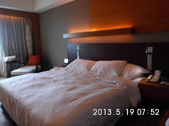 Radisson Blu Cebu: Large Comfy Bed