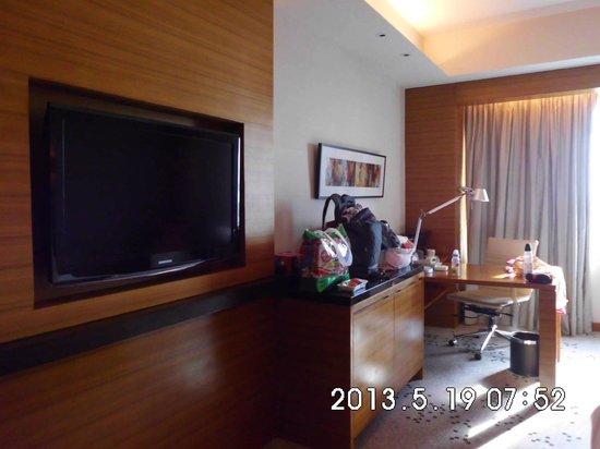 Radisson Blu Cebu: Flat TV & Working Desk