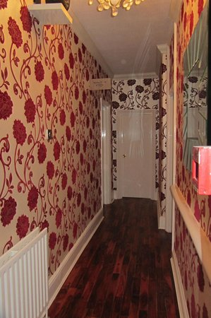 Crompton Guest House: corridoio