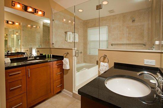 Damai Resort: Bath