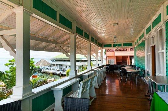 Gran Hotel Bahia: Balcón donde se sirven los desayunos.