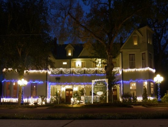 Woodbine Hotel and Restaurant: All decked out for the Christmas Parade - 1st Saturday in December