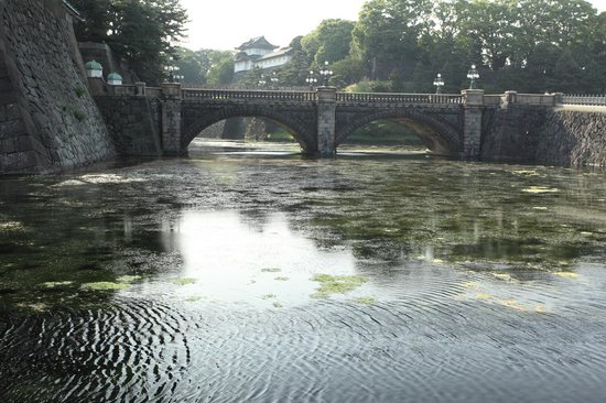 お濠が汚い二重橋 - Picture of Two-tiered Bridge (Ni-ju Bashi), Chiyoda - TripAdvisor