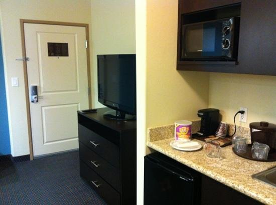 SpringHill Suites Waco Woodway: kitchen area