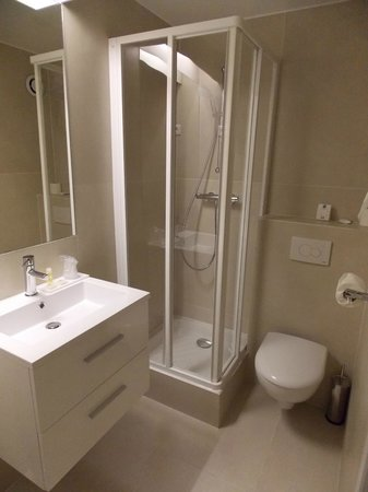 Hotel Brady Gare de L'Est: bagno
