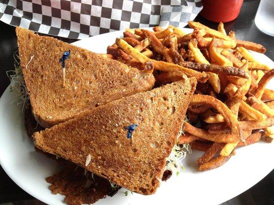 Hogtown Vegan: Rueben Sandwich