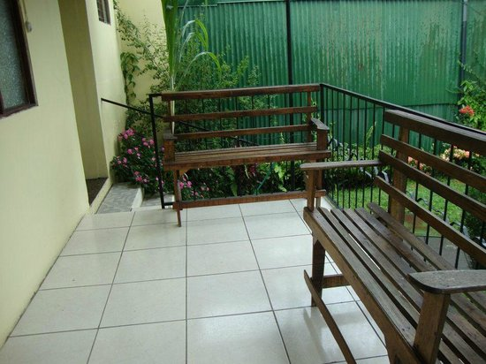 Hotel Paradise Alajuela: Back deck