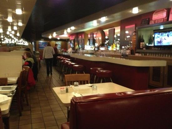 Louie's Restaurant : Clean old school Italian restaurant!