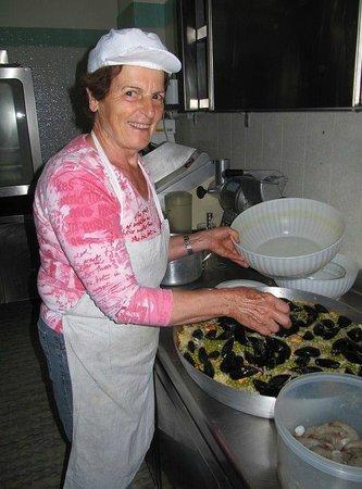 Hotel Onda Marina : la Signora Anna in cucina