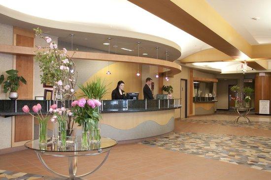 Clarion Hotel Winnipeg: Front Desk - Lobby