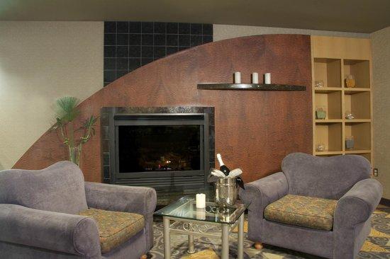 Clarion Hotel Winnipeg: Fireside Lobby Lounge