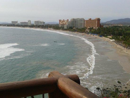Pacifica Resort Ixtapa: Vista de playa desde la terraza