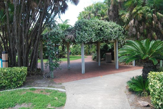 Gizella Kopsick Arboretum: Arbor Entrance