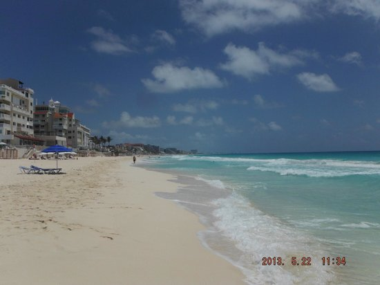 Oleo Cancun Playa: View From The Hotel Beach