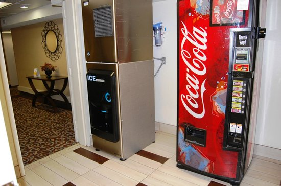 Comfort Inn - Pensacola / N Davis Hwy: Upper floor vending area