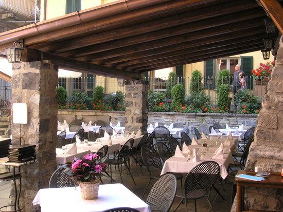 Antico Pozzo Restaurant: the courtyard