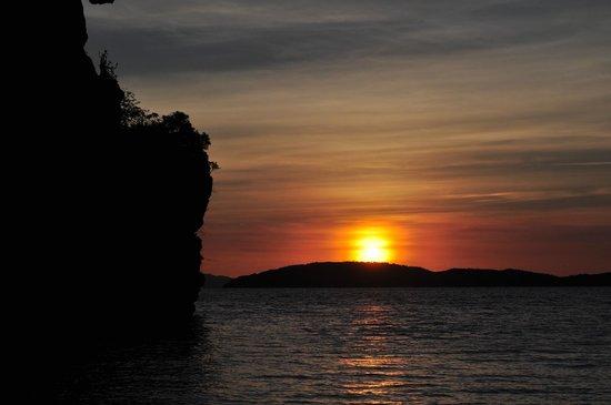 Railay Village Resort: Sunset from the resort's beach