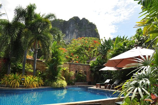 Railay Village Resort: Another pool near the beach