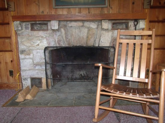 Big Meadows Lodge: Fireplace