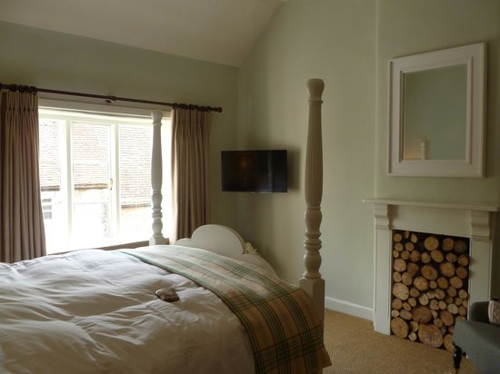 The Talbot Inn: bedroom