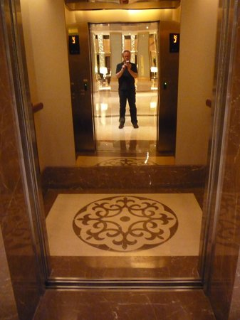 The Imperial Mansion, Beijing Marriott Executive Apartments: Elevator