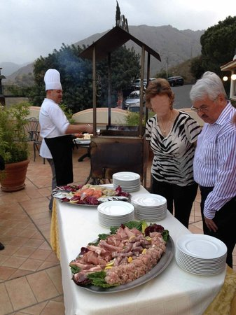 Baia Taormina-Grand Palace Hotel & Spa: BBQ Option for dinner