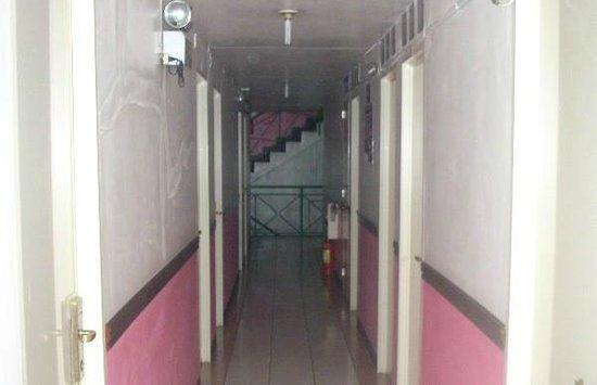 GV Hotel Ormoc City: Clean passageway