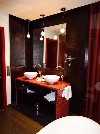 Buddha-Bar Hotel Prague : salle de bain