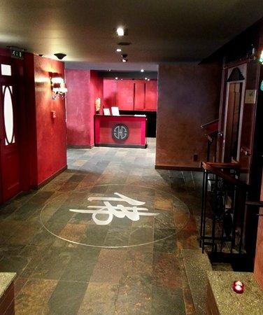 Buddha-Bar Hotel Prague : déco hall rez de chaussée