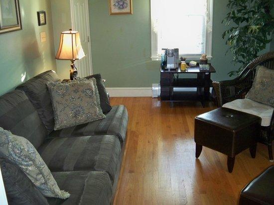 Morning Glory Bed & Breakfast: Sarah Good Sitting room