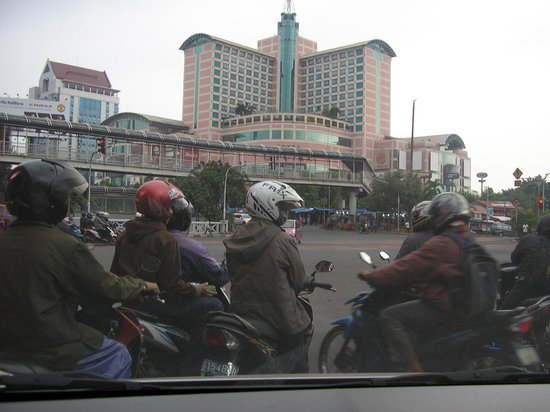 Hotel Ciputra Jakarta: HOTEL FRONT