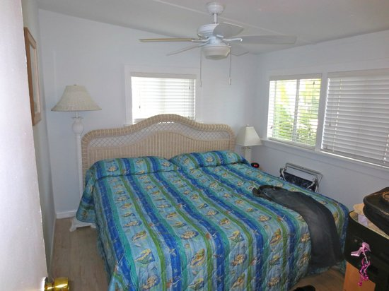 Gulf Breeze Cottages: master room- large bed