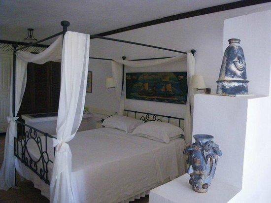Porto Scoutari Romantic Hotel : part of the bedroom