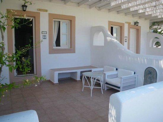 Porto Scoutari Romantic Hotel : our courtyard