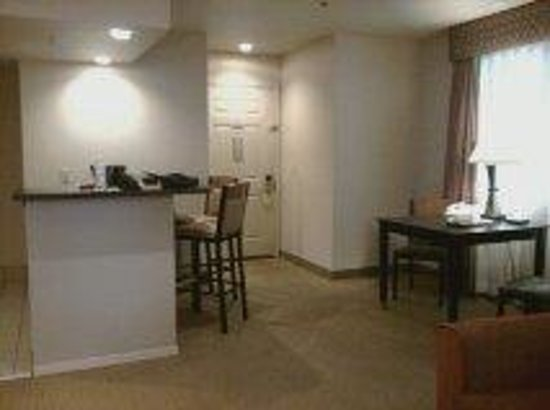 Hawthorn Suites by Wyndham Kent/Sea-Tac Airport: nice eating area
