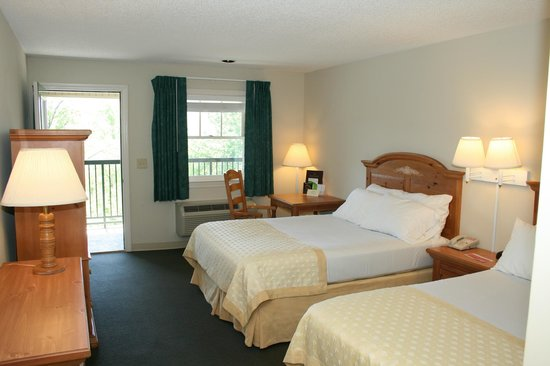 Lake Chatuge Lodge: 2 Queen Bedroom